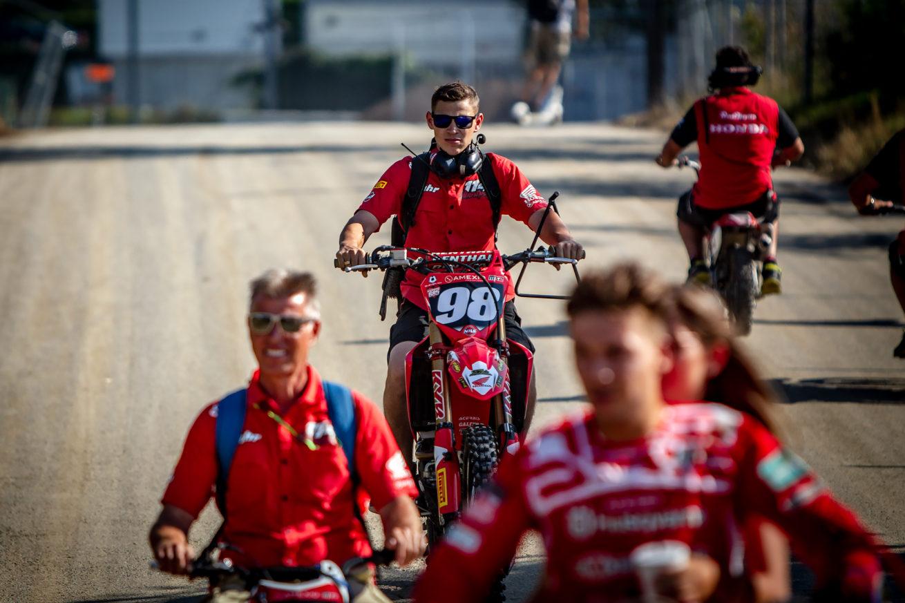 mxgpofswitzerland_mechanic_team_114motorsport